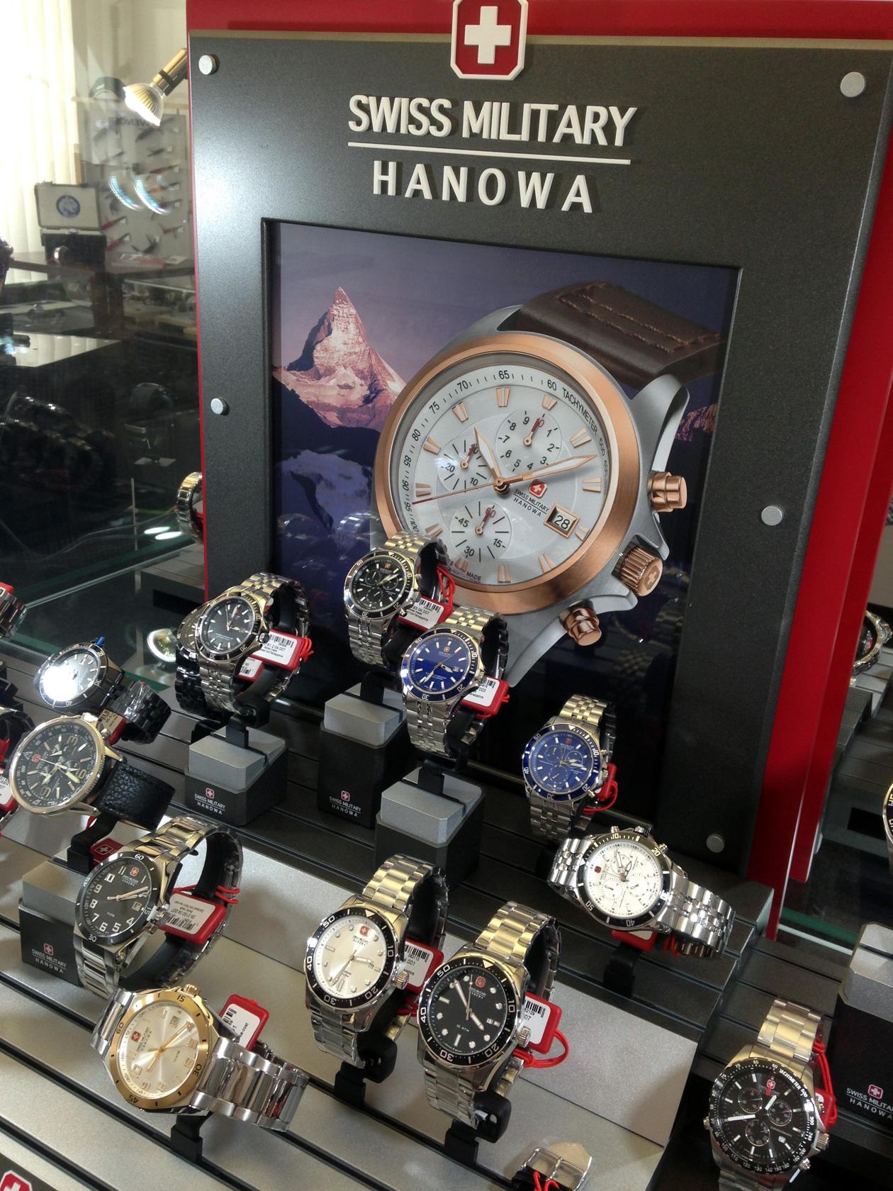 23fd9c12d56 Swiss Military Hanowa se z větší části orientuje na výrobu pánských hodinek.  Je laděna spíše do sportovna, sází často na celoocelové provedení a většina  ...