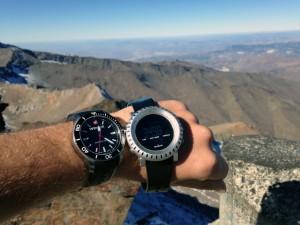 Vrcholová fotka s hodinkami + důkaz o výšce