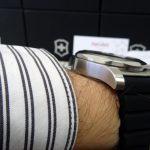 Hodinky Victorinox INOX na ruce