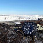 Laponská krajina a v popředí hodinky Luminox 3001