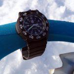 Detail hodinky a sněžnice