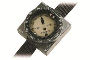 suunto-prvni-potapecsky-kompas-na-svete