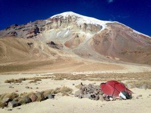 Základní tábor a pohled na Sajamu