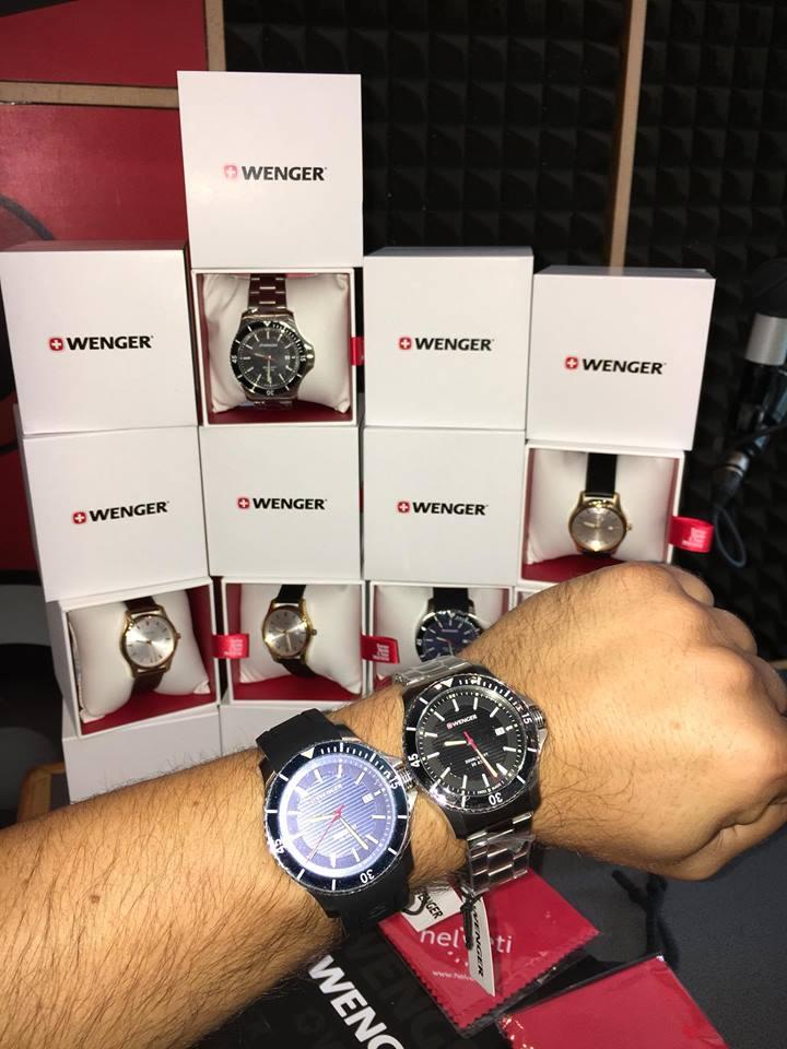 edc9646ae98 Michal se fotí s hodinkami na ruce a celou stěnu z hodinek