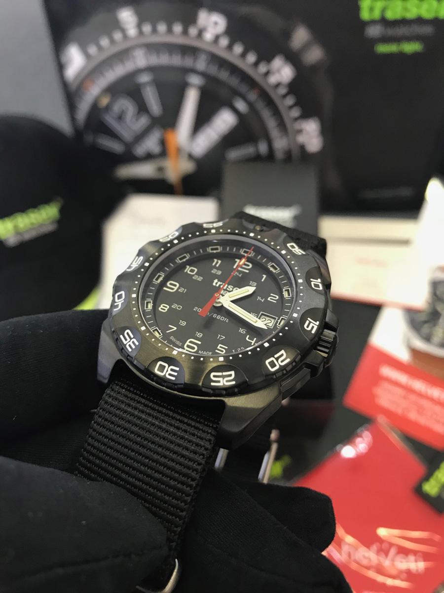 Detail hodinek Traser Tornado Pro. Pohled na ciferník d4fc962734