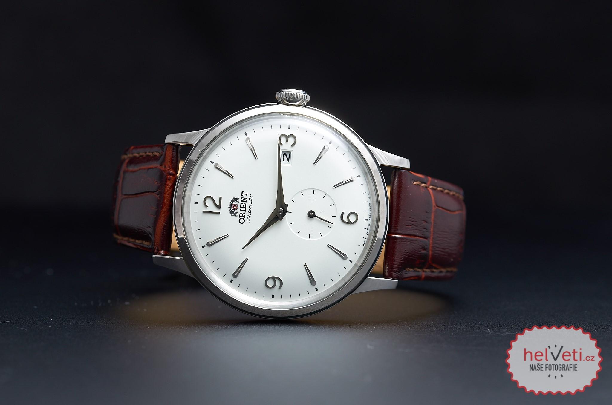 111a0ce41 Z cenové dostupnějšího segmentu volím pro tento měsíc Orient RA-AP0002S,  tedy kus z populární elegantní řady Bambino. Někdy se označuje i prostě  jako ...